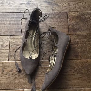 8 1/2 BCBG Generation Gray lace up Flats